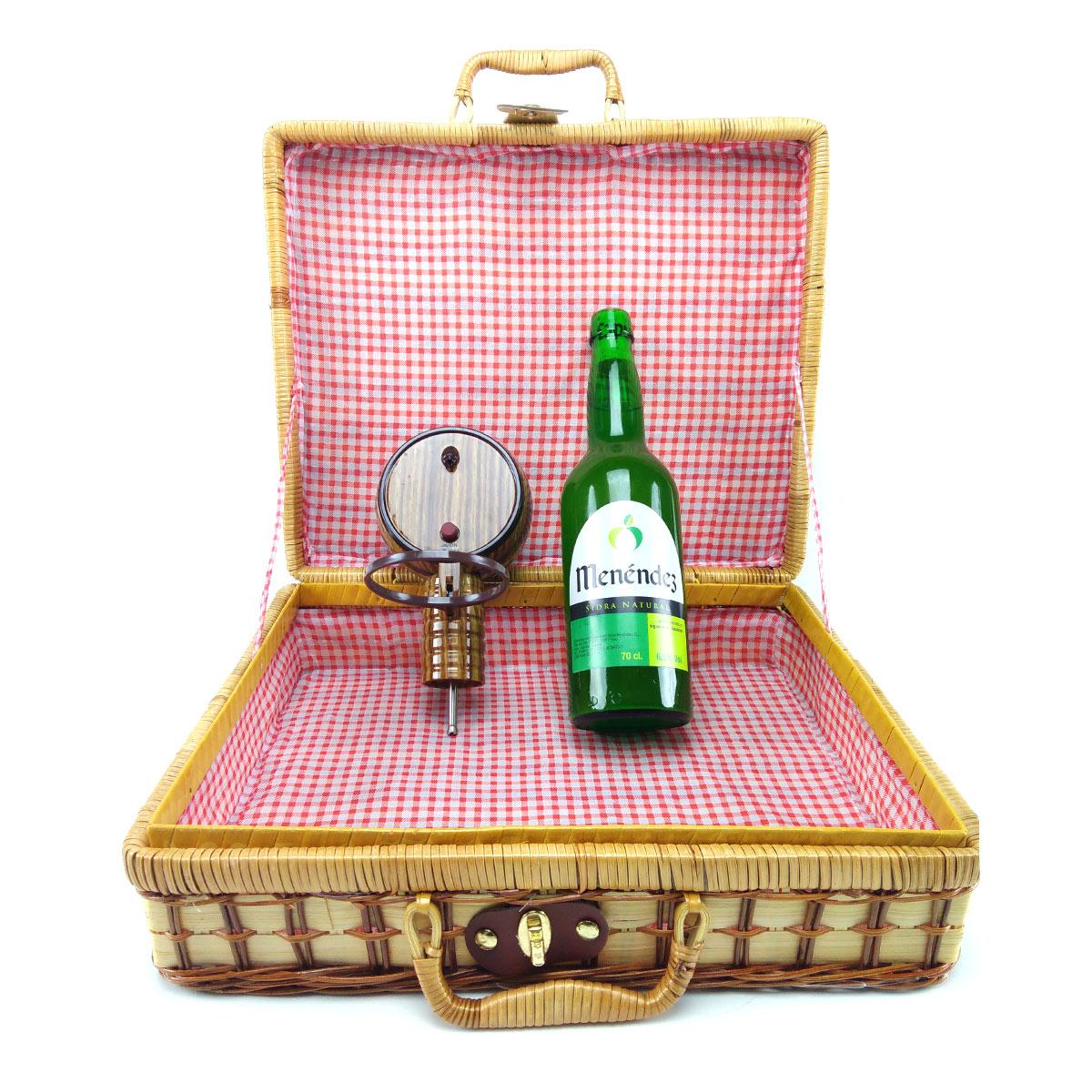 cesta-+-escanciador-barril-+-botella-sidra-menendez-2