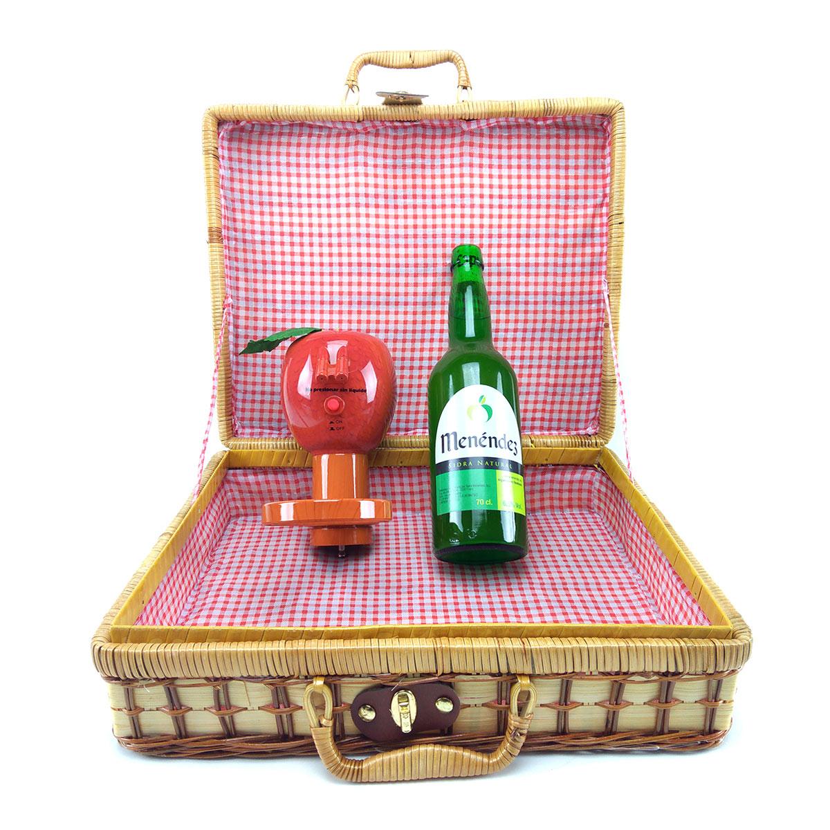 cesta-+-escanciador-manzana-+-botella-sidra-menendez-2